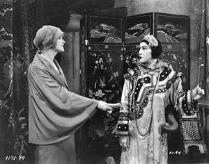 à Hoàng Thị Thế từng đóng phim La Donna Bianca (1930)và Le secret de l Emeraude (1935)