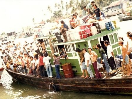 Người Việt vượt biên tới Sydney, Australia, 1980 - Ảnh: RidingTheBlue.com