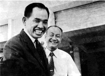 Ông Khai Trí và nhà biên soạn tự điển Nguyễn Văn Khôn