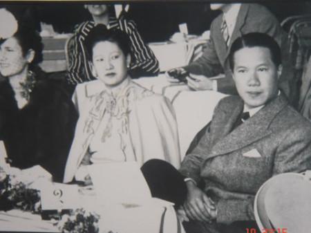 Vua Bảo Đại (bên phải)