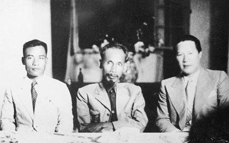 Hồ Chí Minh và Bảo Đại www.qdnd.vn