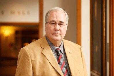 Giáo sư Robert F. Turner Trung tâm an ninh Luật Pháp Quốc Gia Đại Học Luật Khoa Virginia & Học Viện Hải Quân.