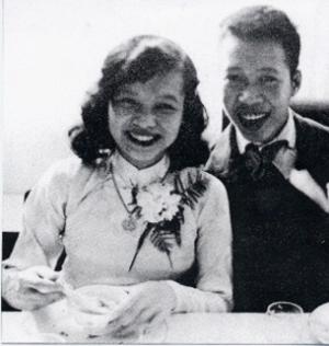 Nhà thơ Nguyên Sa và Vợ ở Paris năm 1954.
