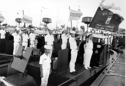 Điệp Mỹ Linh – Hải Quân VNCH Ra Khơi