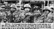 Tổng thống VNCH Nguyễn Văn Thiệu (thứ 2 từ phải sang) đã có một quyết định dũng cảm, ông đi vào nơi nguy hiểm nhất để tôn vinh những chiến binh tử thủ An Lộc, ngày 7/7/1972.