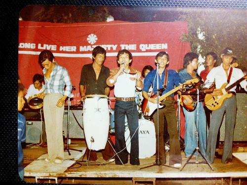Ban nhạc tị nạn Sikew, nhân kỷ niệm sinh nhật Hoàng hậu Thailand.