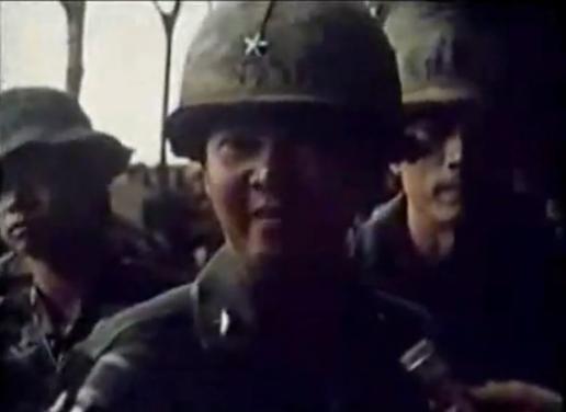 Thiếu tướng Lê Minh Đảo họp báo tại Mặt trận Xuân Lộc ngày 13.4.75