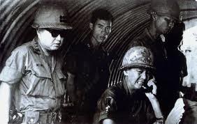 Đ/tá Ngô Văn Minh, SQ Tùy viên, Tr/tá Lê Xuân Hiếu và Tướng Đảo tại An Lộc, 1972
