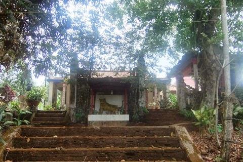 Bình phong thờ thần Hổ tại đền đức thánh Trần ở xã Thanh Phú, Bình Long.