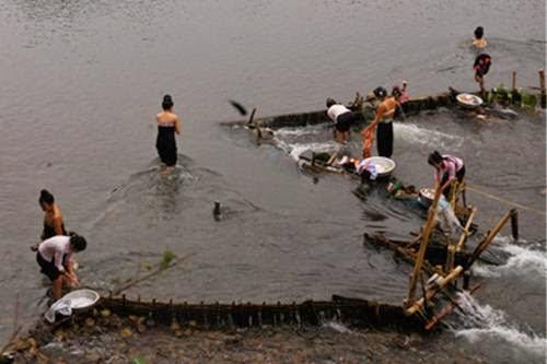 Tắm trên sông Mã.