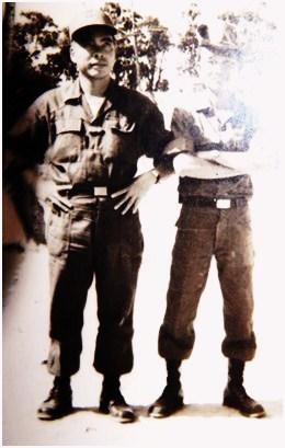 """Xám Pạc Kún"""" Lý Đức Quân(TĐT/TĐ3/8) và tác giả, hình chụp năm 1965"""