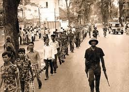 Tù binh tại Ban Mê Thuột (ảnh AFP)