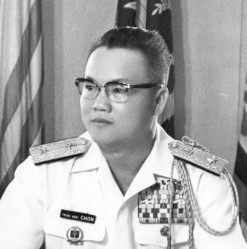 Nguyên Đề Đốc Tư Lệnh Hải Quân V.N.C.H. TRẦN VĂN CHƠN