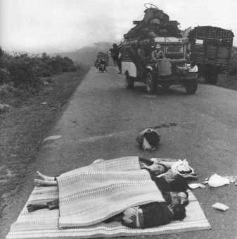 Ngày 21-3, nguyên gia đình bị Bắc quân bắn chết ở Quốc lộ 1 gần đèo Hải Vân đang trên đường di tản.