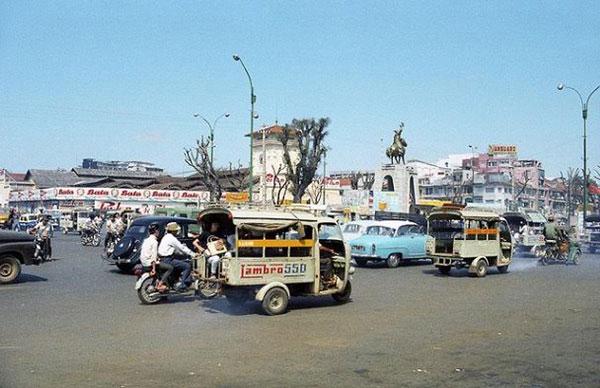 Xe lam hoạt động ở Sài Gòn đầu thập niên 70 – Nguồn: Mannupweb