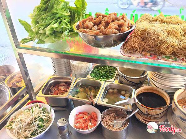 Bên trong một xe hủ tiếu – nguồn foody.vn